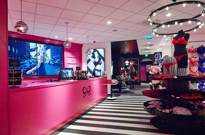 Innenansicht des Hunkemöller Shops in Düsseldorf, Referenz-Shop der Figo Gmbh, Shopdesign, Shopkonzeption, Projektleitung und Bauleitung