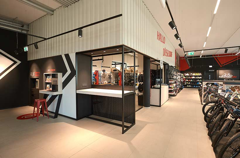 Ladenbereich des Fahrrad.de Shops in Stuttgart, Referenz-Shop der Figo Gmbh, Shopdesign, Shopkonzeption, Projektleitung und Bauleitung