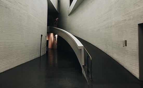Rampe in einem Gebäude - Figo GmbH - Shopdesign, Shopkonzepte, Bauleitung, Projektmanagement